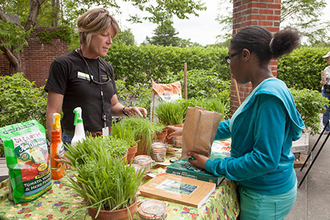 PHOTO: Horticulturist Lisa Hilgenberg answers questions from visitors.