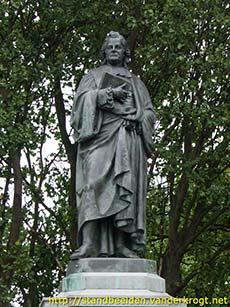 PHOTO: Herman Boerhaave (statue)