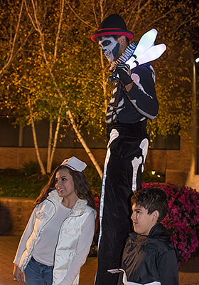 performer on stilts